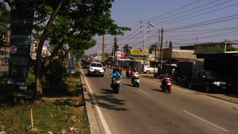 Jalan Soleh Iskandar – Bisnis dan kemacetan