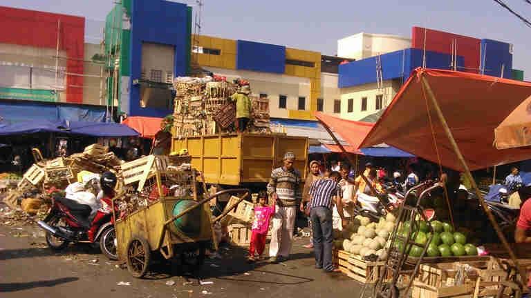 Pasar Anyar : Si Tua Penuh Masalah