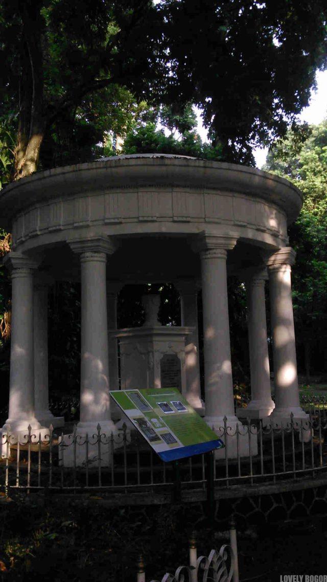 Monumen Lady Raffles – Monumen Cinta