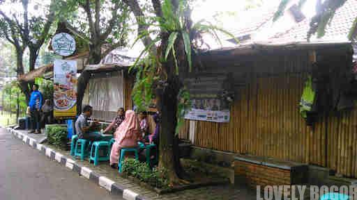 Saung Pak Ewok Bogor