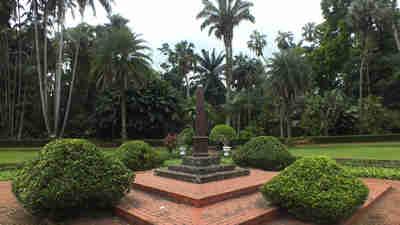 Tugu Teijsman – Kebun Raya Bogor