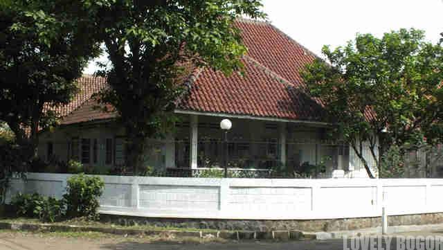 Rumah Kuno di Sempur dan Taman Kencana