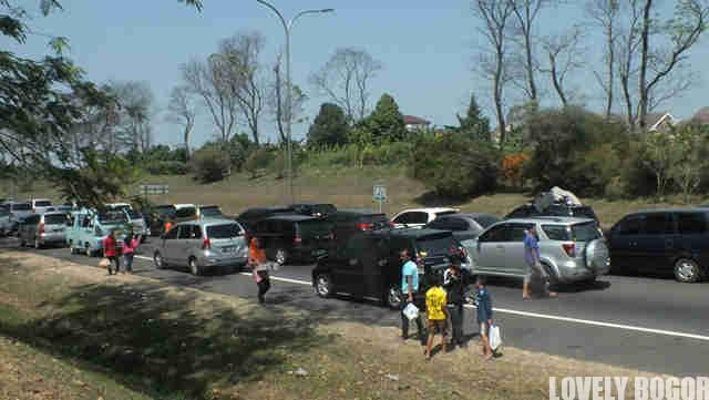 Berdagang Di Jalan Tol – Peraturan Sudah Berubah?