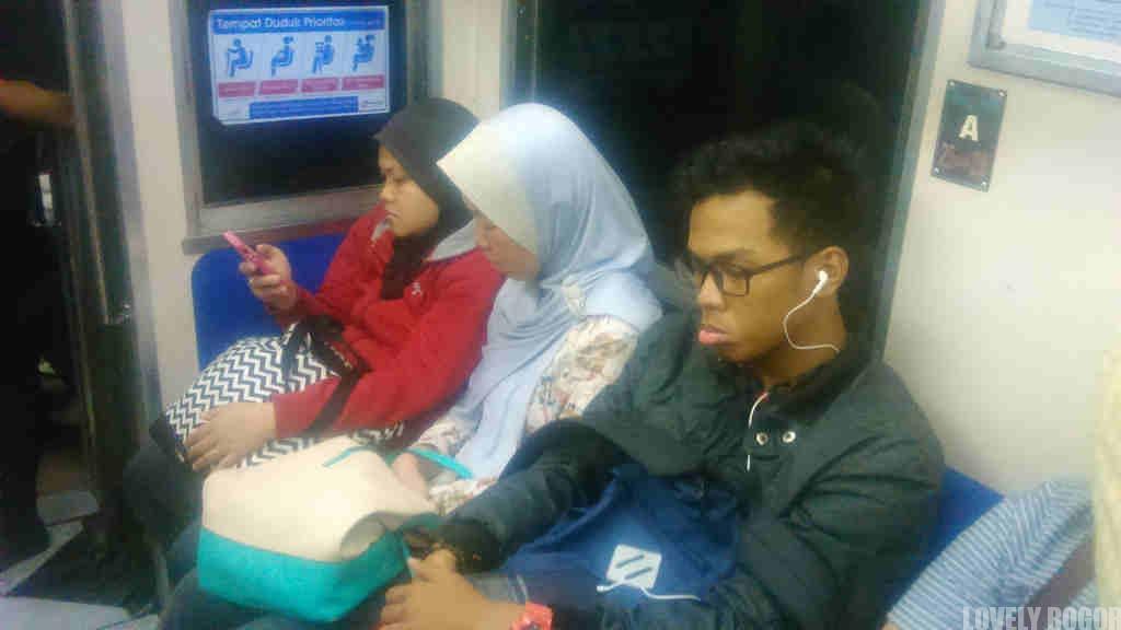 Tingkah Penumpang Commuter Line