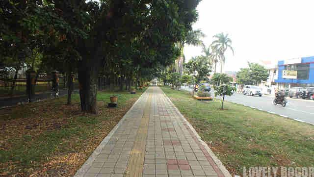 Pedestrian Walk = Kawasan Pedagang Kaki Lima?