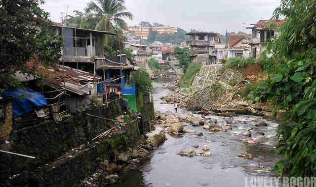 Pemukiman di Kali Ciliwung - City Blogger
