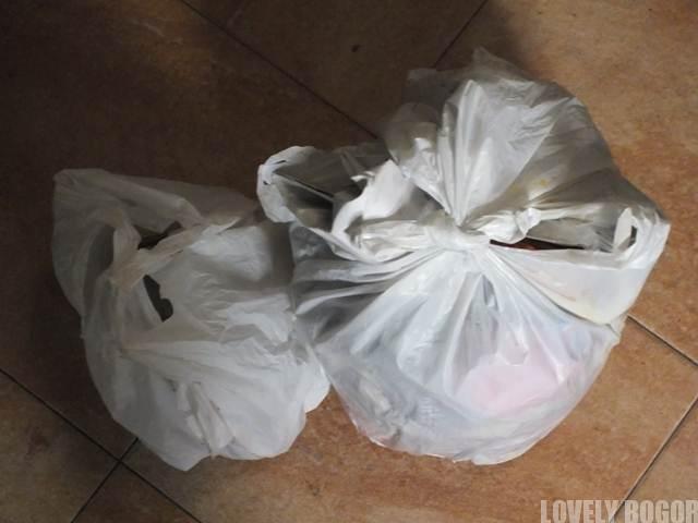 Sampah dalam kantung plastik