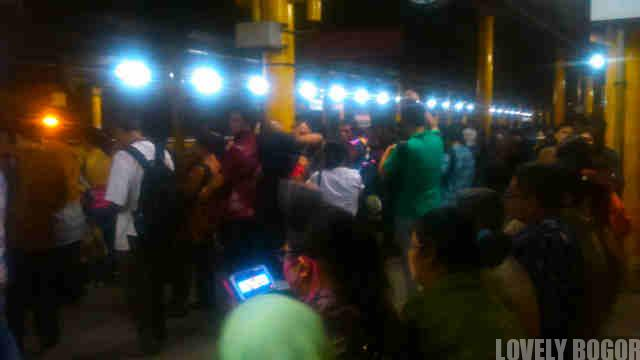 Yang Dilakukan Ketika Commuter Line Terlambat