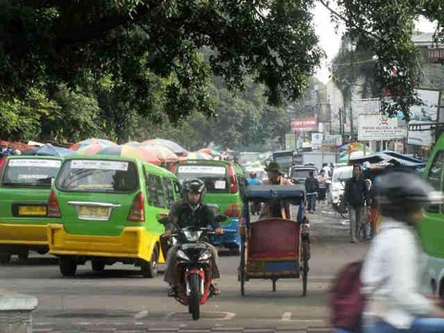 Berjalan Kaki Di Jalan Dewi Sartika
