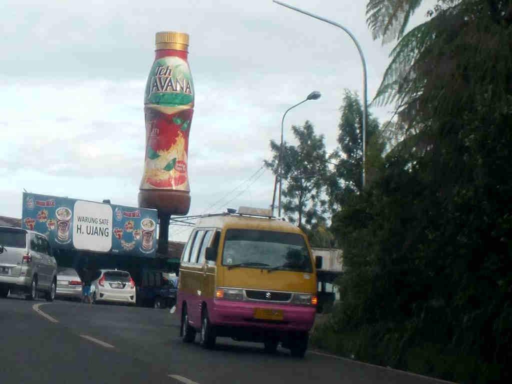 Botol Raksasa Di Puncak Bogor