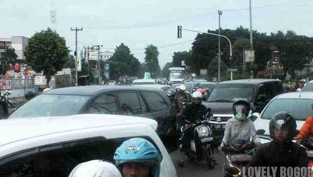 Kemacetan di Pertigaan Yasmin