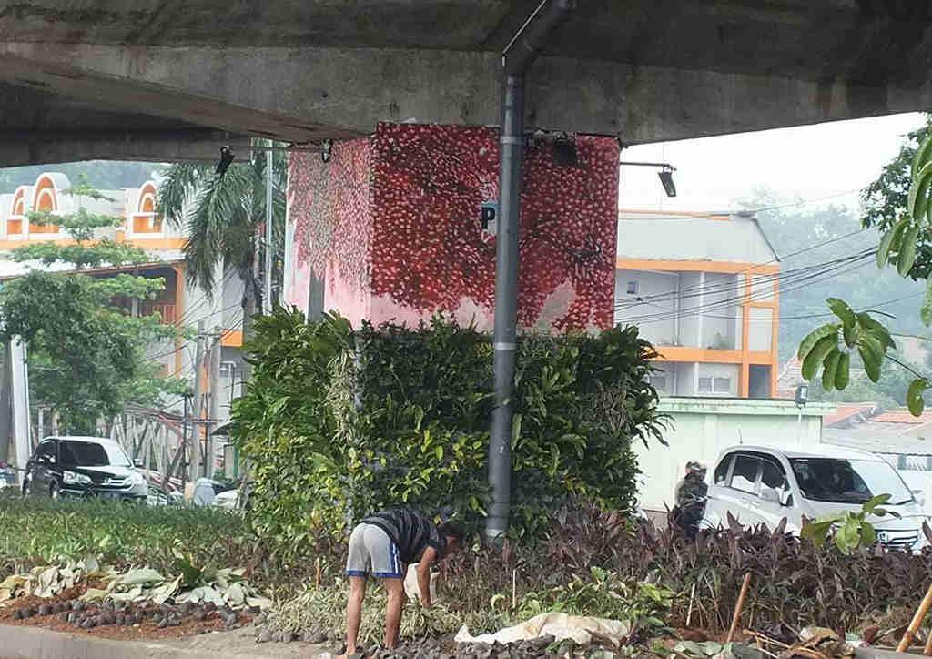 Pengerjaan Taman Kolong Jalan Tol Bogor