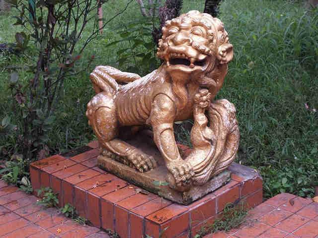 Patung Singa Di Vihara Bio Dewa Rejeki