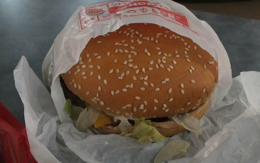 Makan Burger - Whopper Burger King Bogor