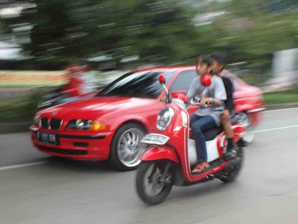 Pengendara Motor Anak-Anak