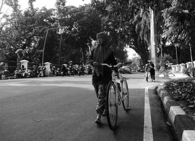 Wanita Dan Sepeda