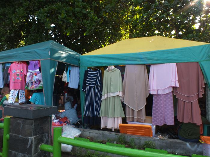 Pedagang Busana Bundaran Taman Yasmin Bogor