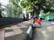 Terlalu Jauh - Fotografi Jalanan