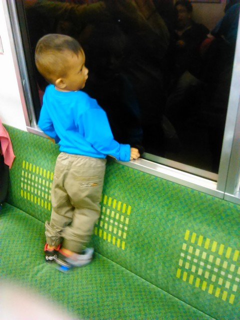 Mari, Kita Ajarkan Anak Menjaga Fasilitas Umum Sejak Kecil (Cerita Di Atas Commuter Line)