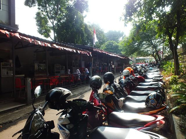 Jalan-Jalan Ke Sentra Kuliner Sehat Gang Selot : Menikmati Jajanan Sambil Bernostalgia