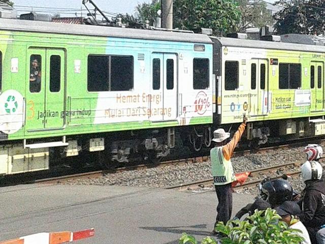 Pengatur Lalu Lintas di Jalan RE Martadinata - Pahlawan Tanpa Tanda Jasa 05