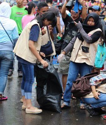 tim pemungut sampah di bogor cgm street fest 2017