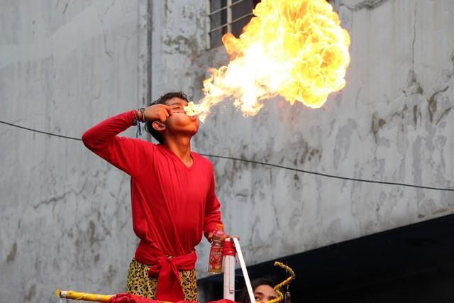 Atraksi Sembur Api di Cap Go Meh Bogor 2017