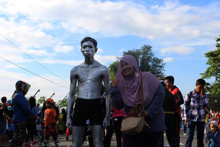 Manusia Kaleng (Atau Besi) Di Car Free Day Bogor