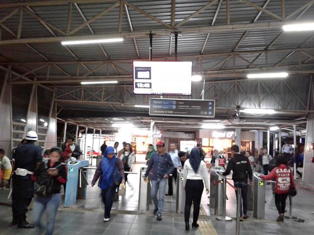 layar informasi perjalanan commuter line c
