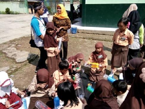 """""""G-Midi (Green Mini Diary)"""" Edukasi Lingkungan Hidup melalui Pendekatan Buku Harian untuk Anak"""