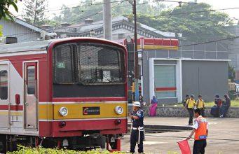 Juru Parkir Kereta di Stasiun Bogor (2)
