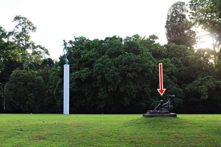 Patung Dua Anak Bermain di Istana Bogor