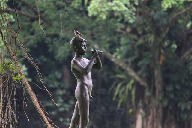 a piper statue in Bogor Palace Backyard 4