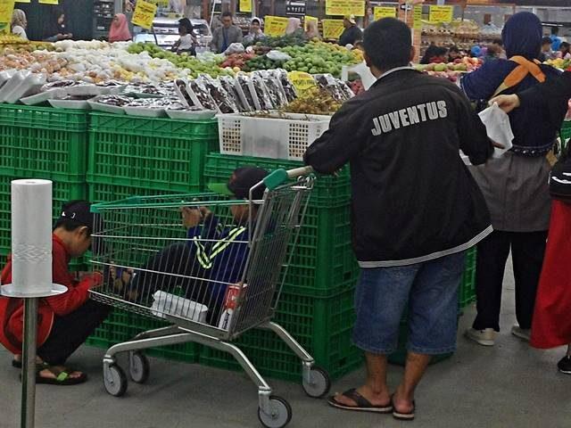 Anda tidak kebagian trolley belanja jangan buru-buru salahkan pengelola (2)