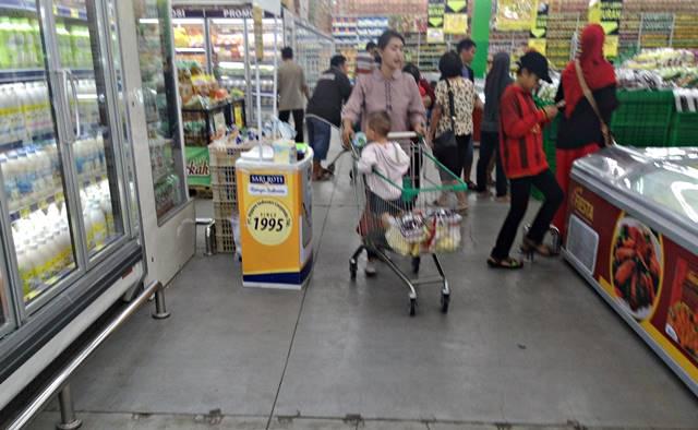 fungsi lain trolley belanja di Supermarket atau hypermarket 2