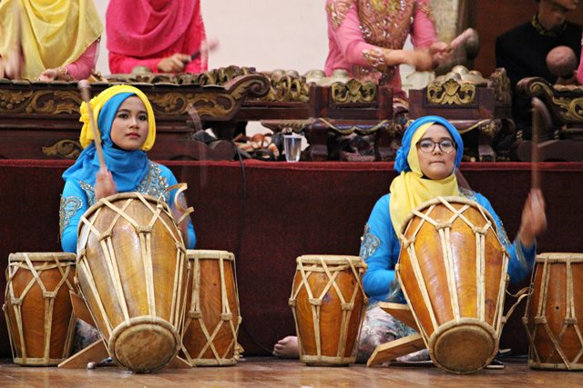 tim degung borcess bogor center school masih ada juga anak muda yang belajar seni tradisional. 3