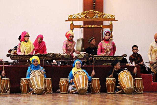 Tim Degung Borcess (Bogor Center School) : Ternyata Masih Ada Anak Muda Yang Mau Belajar Seni Tradisional Sunda