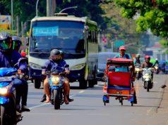 Becak masih beroperasi di jalan protokol kota bogor - becak di jalan Sudirman