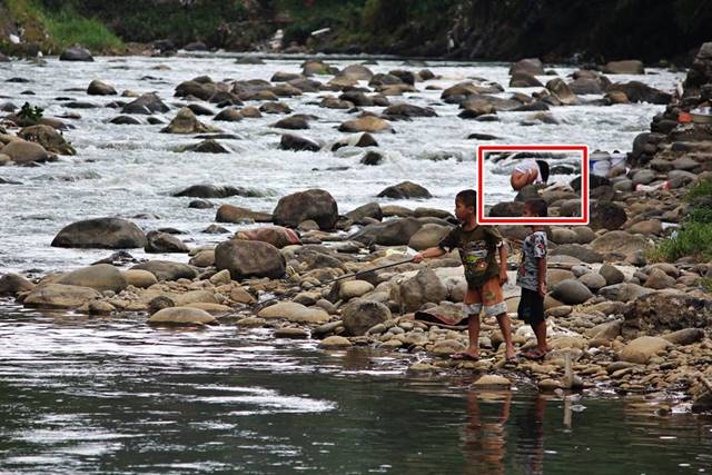 Foto ini Menggambarkan Kehidupan Di Pinggir Sungai Ciliwung -Secara Tak terduga 2