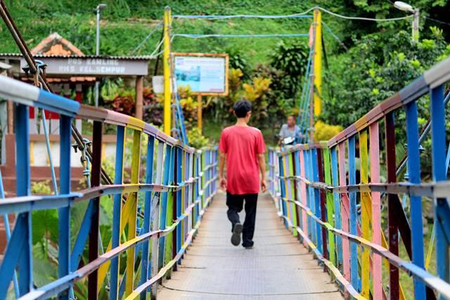 [TERNYATA] Ada Jembatan Penuh Warna Satu Lagi Di Sempur