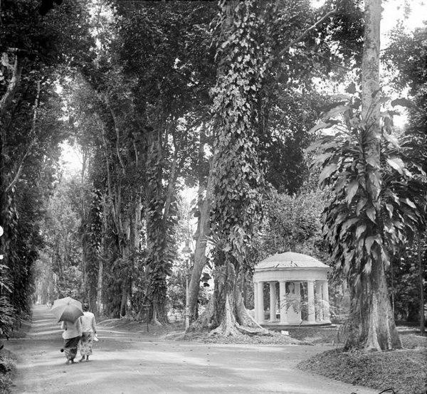 monumen Lady Raffles tahun 1915 - Bogor Tempo Dulu