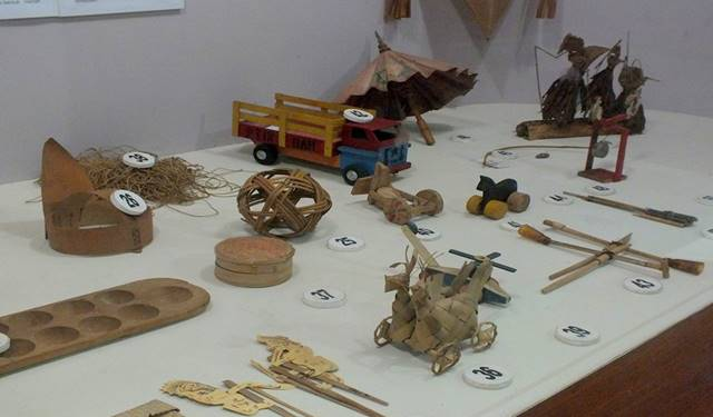 traditional children's toy - bogor ethnobotany museum 2
