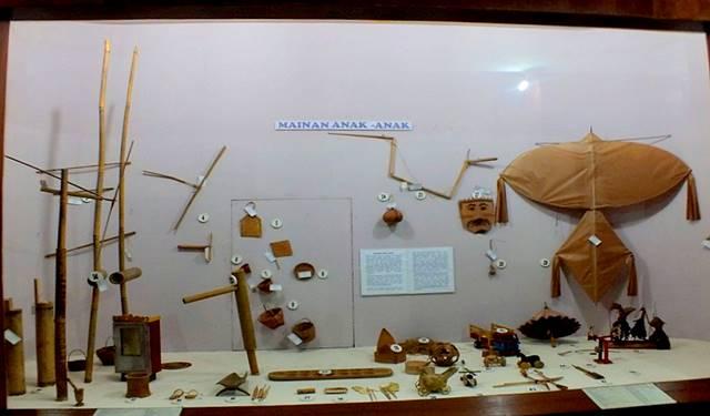 traditional children's toy - bogor ethnobotany museum