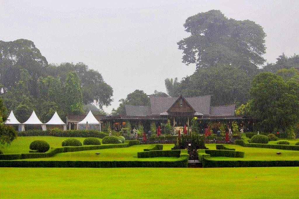 Cantiknya Taman Astrid di Kala Hujan