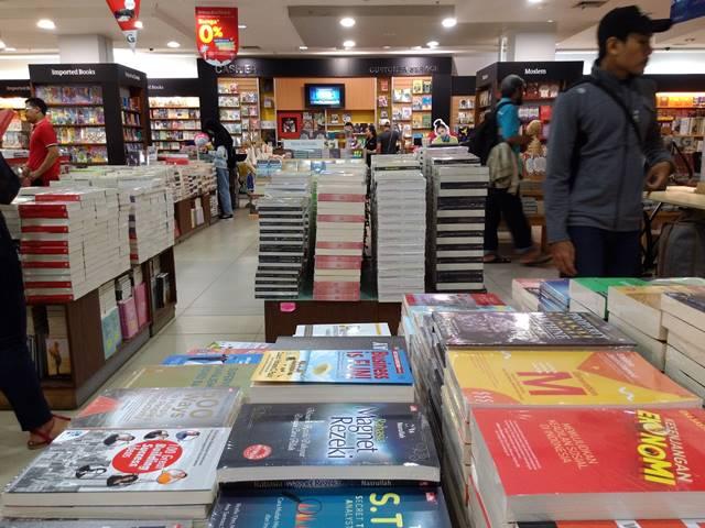 Di Bogor Masih Ada Toko Buku Loh : Namanya Gramedia
