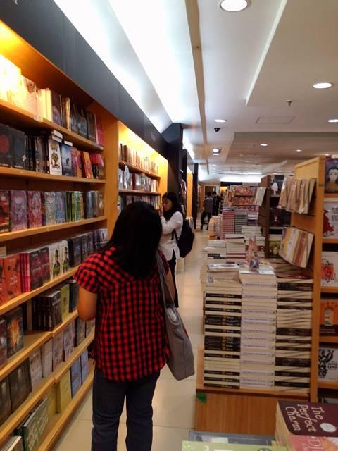 di Bogor masih ada toko buku lo Namanya Gramedia 4