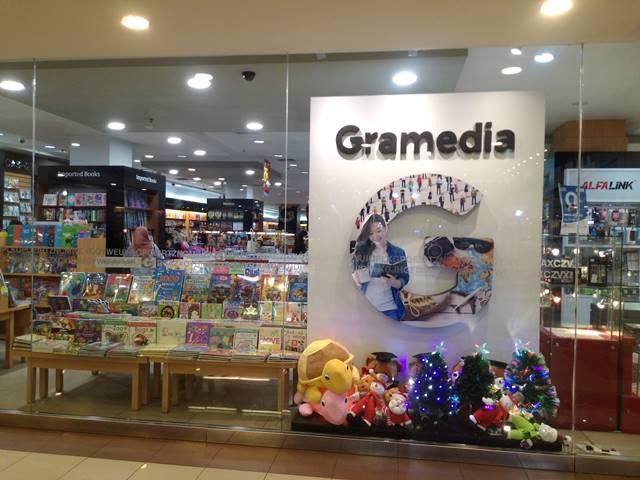 di Bogor masih ada toko buku lo Namanya Gramedia 5