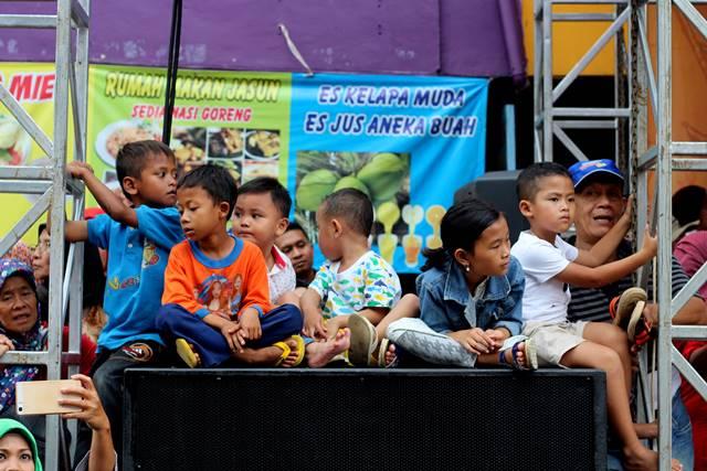 Tempat VIP Anak-anak speaker besar di pinggir panggung