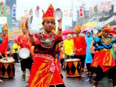 Kesenian daerah lain yang hadir di Cap Go Meh Bogor 2018 Tari Piring dari Sumatera Barat
