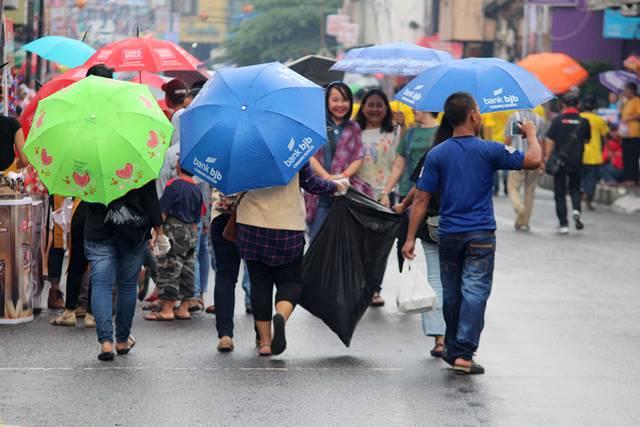 Cap Go Meh Bogor 2018 #6 : Pasukan Pemungut Sampah Yang (TIDAK) Terlupakan